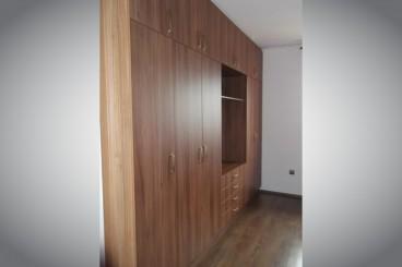 Szobai szekrény
