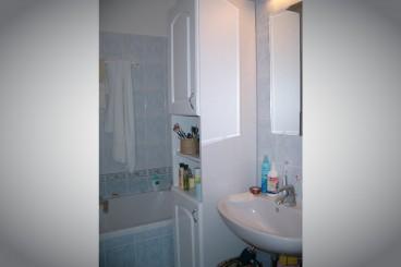 Tároló a fürdőszobába